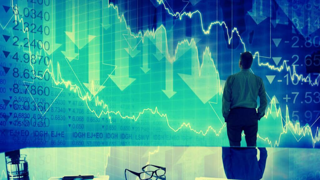 Does it make sense to keep investing despite market crashes?